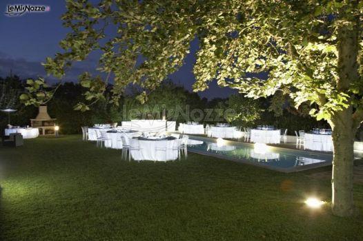 Illuminazioni scenografiche per matrimoni a bordo piscina for Addobbi piscina per matrimonio