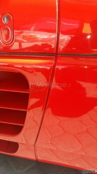 Dettaglio auto Ferrari per matrimoni