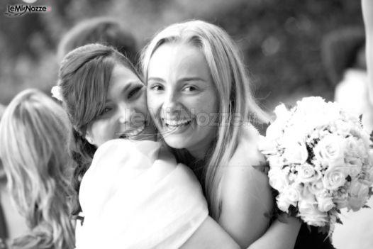 Sara Conforti di L'emozione di SposarVi abbraccia una sposa