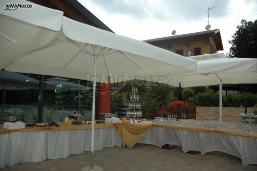 Buffet per gli aperitivi nel giardino della location di - Il sole nel giardino ...