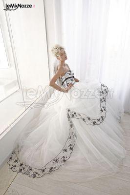 Vestiti Da Sposa Bianco E Nero.Foto 64 Abiti Da Sposa Principeschi Abito Da Sposa Con Ricami