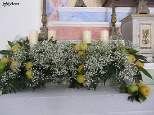 Le Pomelie - Allestimento della chiesa con limoni e fiori