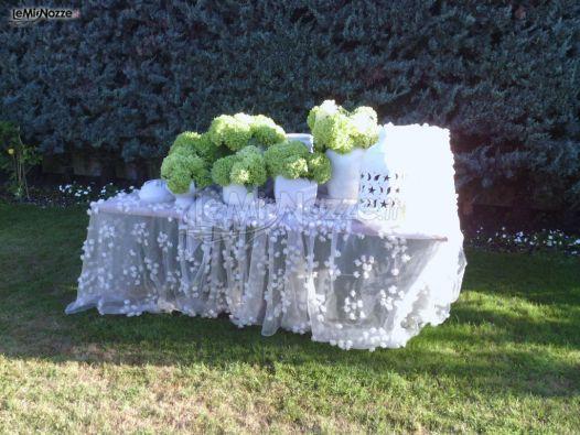 Allestimento tavolo per il ricevimento di matrimonio in for Allestimento giardino matrimonio
