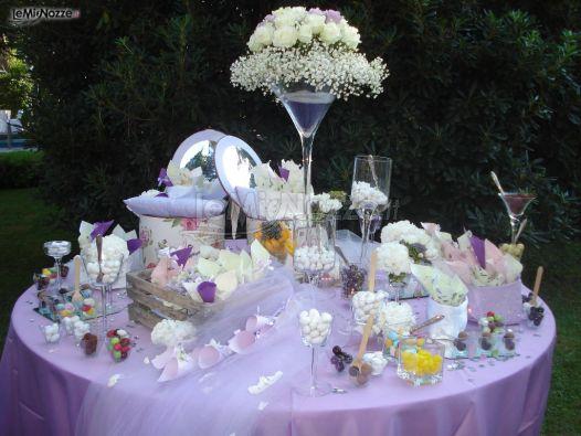 Matrimonio In Lilla : Foto matrimonio in lilla il tavolo della confettata
