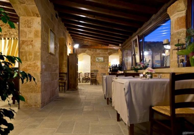 Tenuta San Leonardo - Alcuni tavoli all'interno