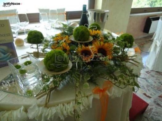 Tavoli Matrimonio Girasoli : Centrotavola di girasoli per i tavoli delle nozze