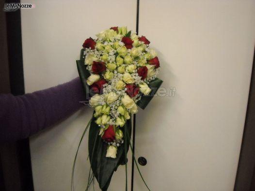 Bouquet Sposa Rose Bianche E Rosse.Foto 34 Bouquet A Cascata Bouquet A Cascata Di Rose Bianche E
