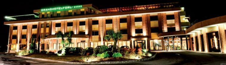 La facciata del Grand Hotel