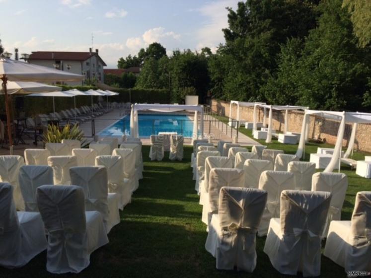 Cerimonia di nozze a bordo piscina ristorante alla for Matrimonio bordo piscina