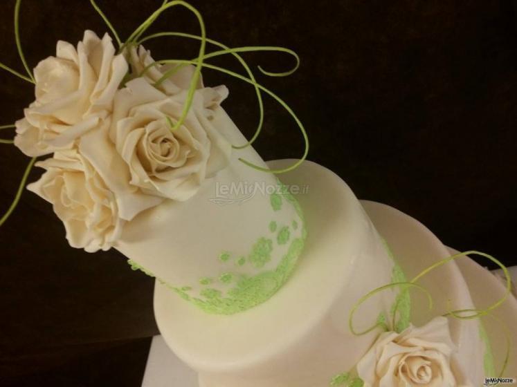 Torta nuziale con dettagli verdi - Sweet Sofia - Cake ...