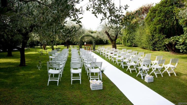Matrimonio In Giardino Di Casa : Cerimonia di nozze in giardino la casa papi foto