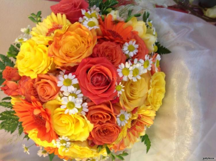 Bouquet Sposa Colorato.Foto 106 Bouquet Sposa Bouquet Colorato Con Camomilla Roberta