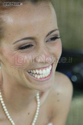 La sposa sorride mostrando denti perfetti grazie a Sorriso da Sposa