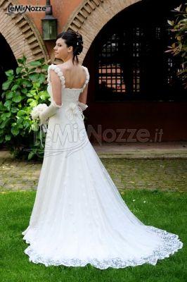 Vestito da sposa con dettagli ricamati