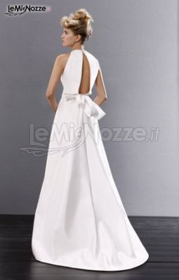 Vestito da sposa con scollatura sulla schiena
