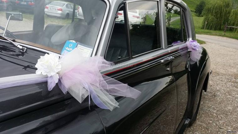 Insolito Fiori - Dettagli delle decorazioni sulle auto