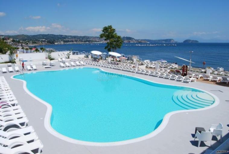 Kora Pool and Beach Events - Piscina vista mare della location di matrimonio