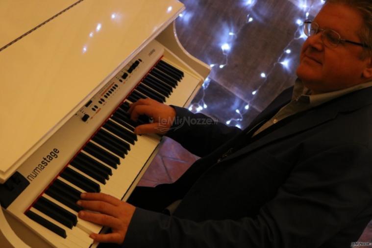 Duo Giancarlo Music - Giancarlo  al pianoforte