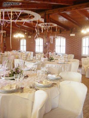 Foto 301 addobbi floreali location sala del ricevimento di nozze allestita con cerchi sul - Addobbi sala matrimonio ...