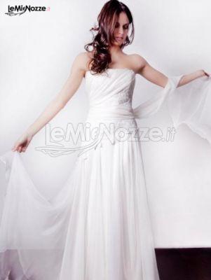 Delicato abito da sposa dalla linea semplice ed essenziale