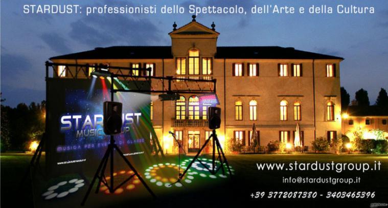 Effetti speciali con luci colorate per la location di matrimonio