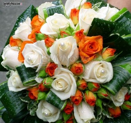 Bouquet Sposa Arancio.Foto 51 Bouquet Sposa Bouquet Di Rose Arancio E Bianche Per La