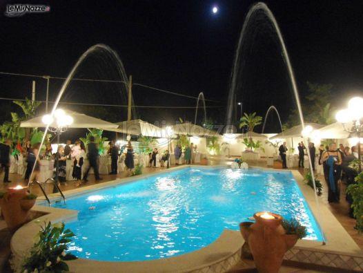Ricevimento di matrimonio a bordo piscina villa riis for Addobbi piscina per matrimonio