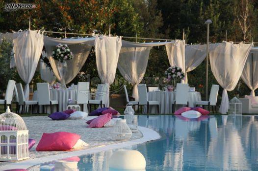 Ricevimento di matrimonio a bordo piscina relais tenuta for Addobbi piscina per matrimonio