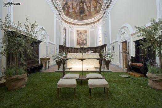 Addobbi Chiesa Matrimonio Country Chic : Addobbi con prato e piante per la seduta degli sposi in