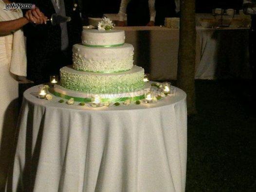 Matrimonio In Verde : Foto matrimonio in verde torta nuziale sui toni del