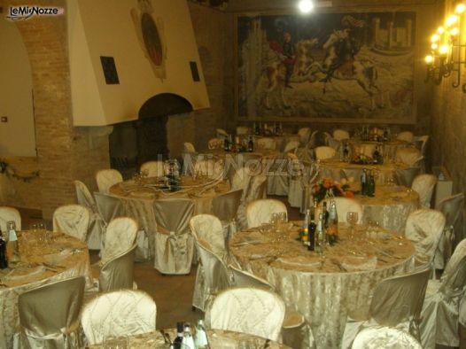 Ricevimento di matrimonio nella sala con camino castello for Sala con camino