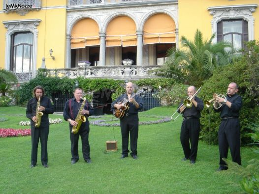 Band durante un'esibizione ad un matrimonio