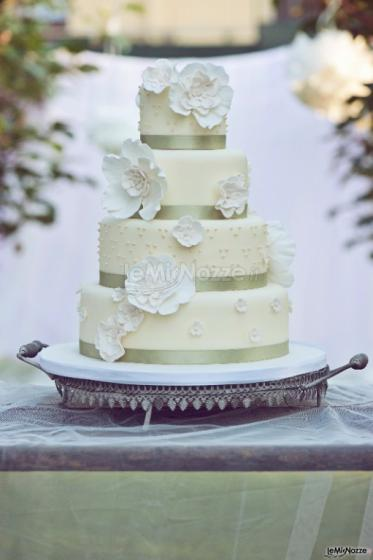 Torta di nozze con fiori di zucchero