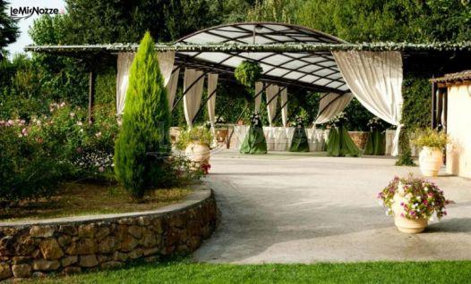 Gazebo Per Matrimonio In Giardino : Ricevimento di matrimonio sotto il gazebo del giardino