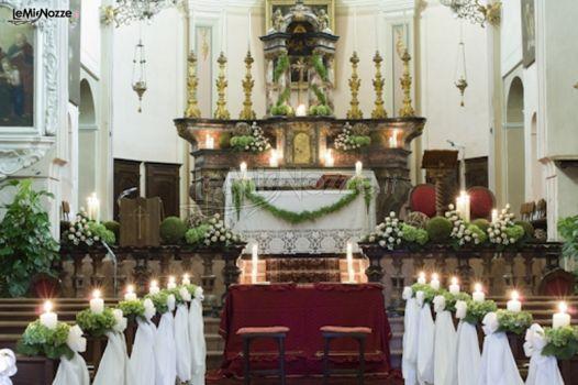 Foto 135 addobbi floreali chiesa e cerimonia for Addobbi tavoli matrimonio con candele