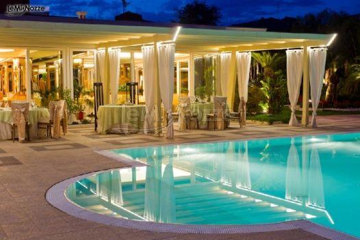 Ristorante con piscina per il matrimonio ristorante nan for Addobbi piscina per matrimonio