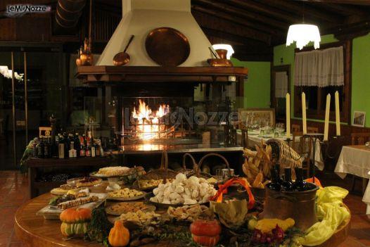 Sala con camino del ristorante ristorante il tamburello for Sala con camino