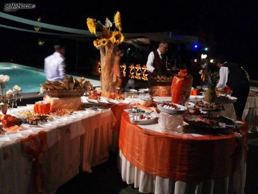 Buffet di matrimonio a bordo piscina lido gallo touch for Matrimonio bordo piscina