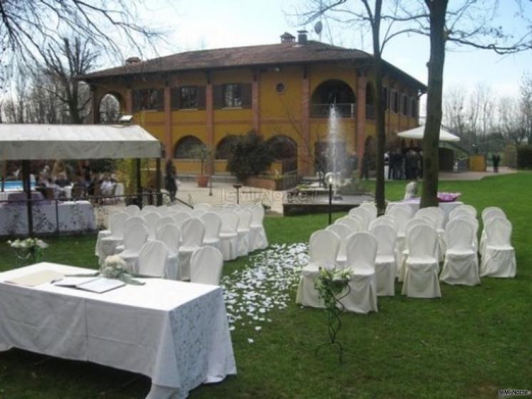 Location di matrimonio con piscina a monza e brianza a for Addobbi piscina per matrimonio