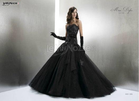 c470f8eb790d Foto 80 - Abiti da sposa colorati - Abito da sposa nero - LeMieNozze.it