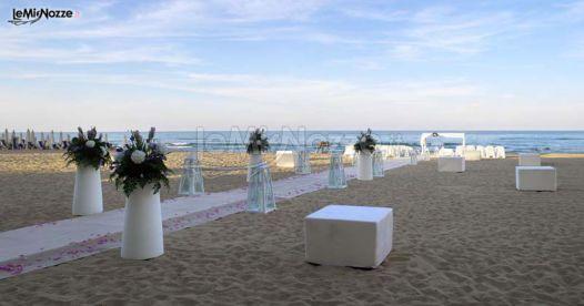 Matrimonio Sulla Spiaggia Di Sera : Foto matrimonio in bianco decorazioni floreali con