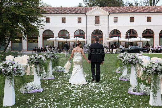 Gli sposi alla location di nozze