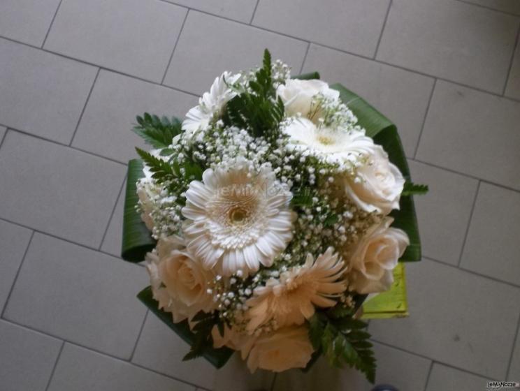 Bouquet Sposa Gerbere.Foto 45 Bouquet Classico Bouquet Da Sposa Semi Compatto Con