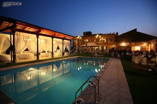 Ricevimento di matrimonio a bordo piscina castello di for Addobbi piscina per matrimonio