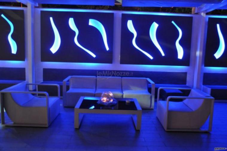 Kora Pool and Beach Events - Divanetti per gli ospiti al matrimonio