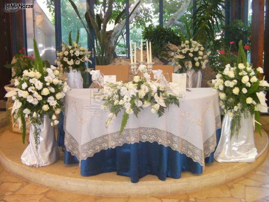 Foto 38 addobbi floreali location fiori per il tavolo for Addobbi tavoli matrimonio con candele