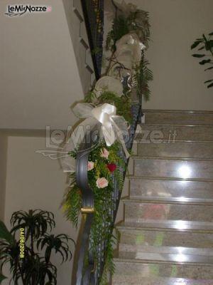 Addobbi floreali per le scale della casa della sposa fiori foglie fantasie foto 11 - Addobbi matrimonio casa della sposa ...