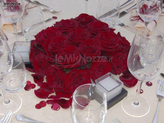 Matrimonio Tema Rose Rosse : Foto centrotavola matrimonio di rose