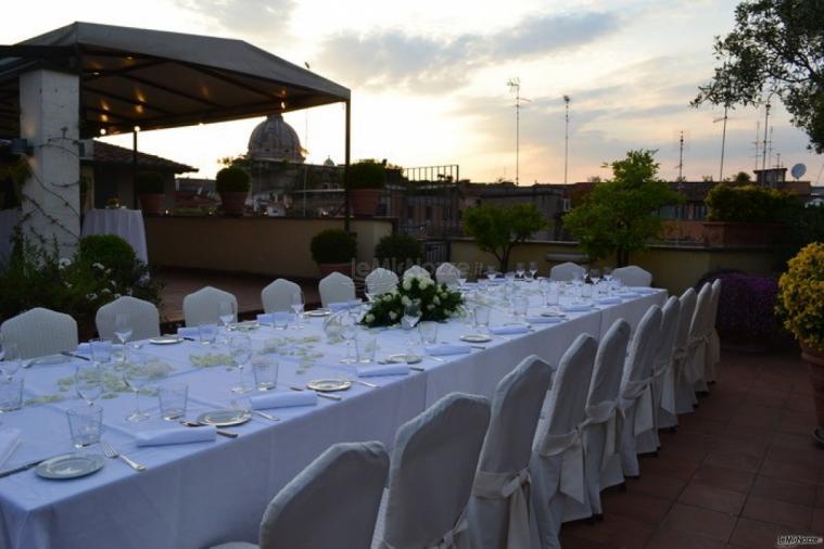 Hotel d'Inghilterra - Tavolata per il banchetto di matrimonio allestito in terrazza