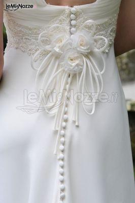 Allacciatura posteriore dell'abito da sposa